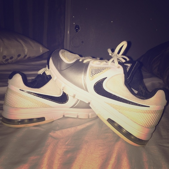 Loved NIKE volleyball shoes